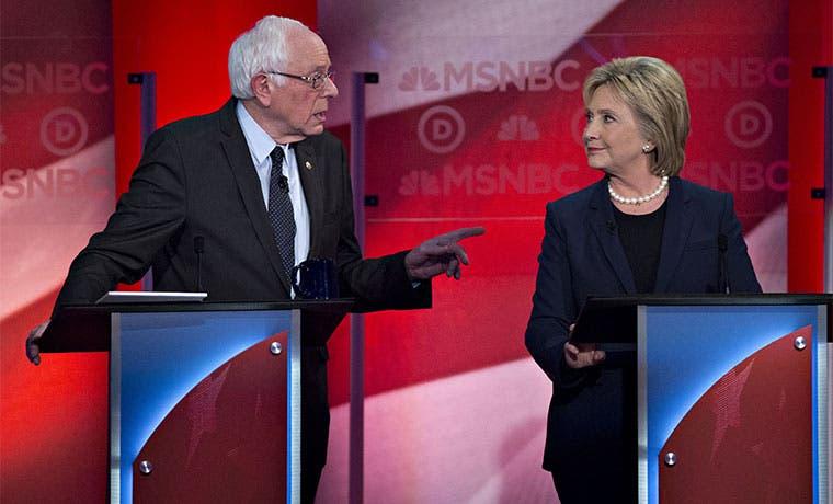 A Clinton le cuesta explicar sus vínculos con Wall Street