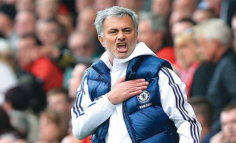 """Mourinho """"amenaza"""" con volver"""