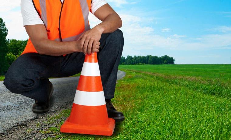 Microempresarios dan mantenimiento a caminos
