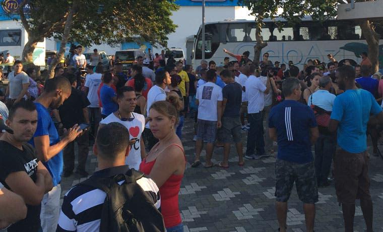 Vuelo de cubanos no saldría, si avión no se completa