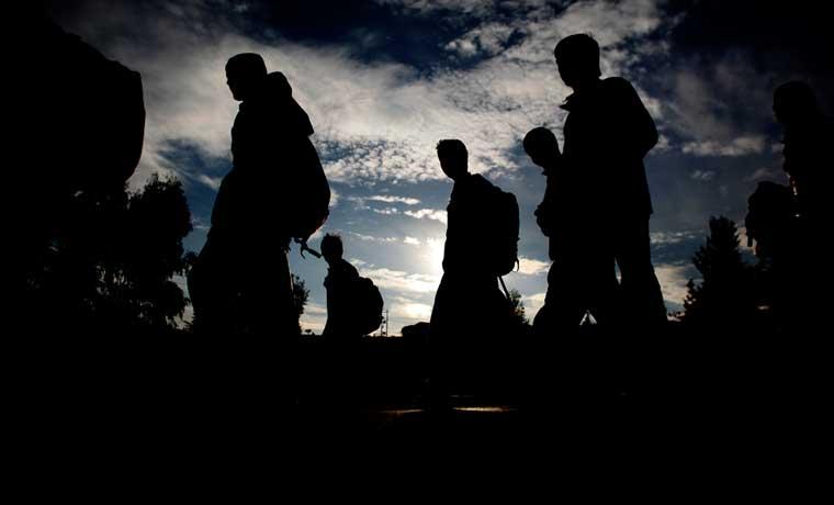 OTAN estudia cómo controlar flujo de refugiados en Mediterráneo