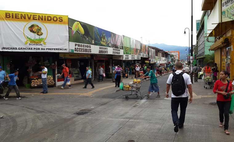 Mercado Borbón es de los trameros con crédito del Banco Popular