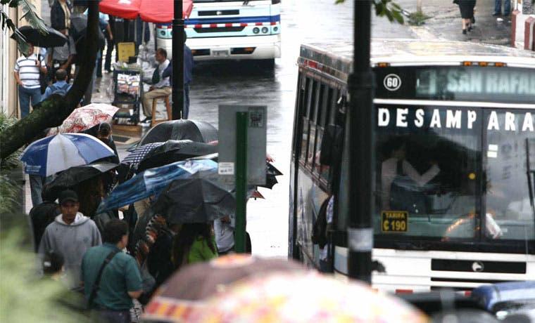Defensoría alza la voz por pago electrónico de buses