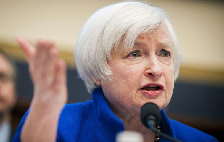 Yellen sugiere que FED retrasaría, no abandonaría, alza de tasas