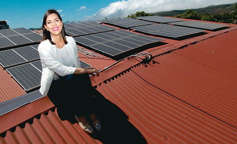 Mueblería ahorra $5 mil mensuales en electricidad con paneles