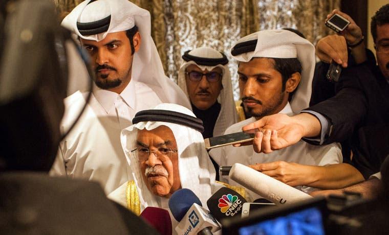 Arabia Saudí y Rusia acuerdan congelar producción de petróleo