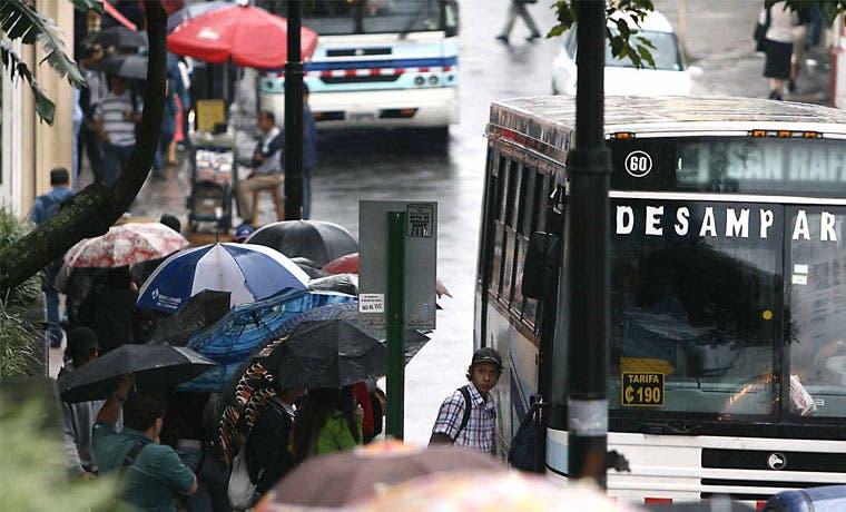 Pasajes de bus podrían bajar hasta ¢20