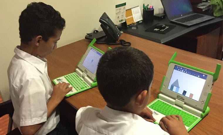 30 niños recibirán donaciones de computadoras nuevas