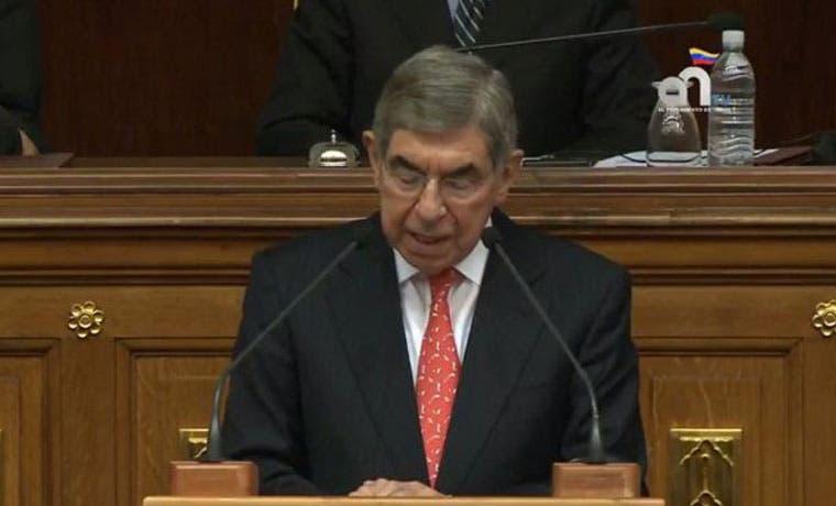 Oscar Arias pide libertad para presos políticos en Venezuela