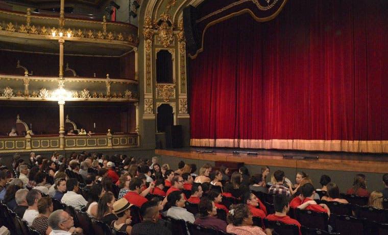 Disfrute de la temporada de Teatro al Mediodía los martes