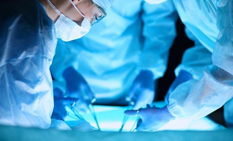 Reconstruyen pene a paciente en Hospital México