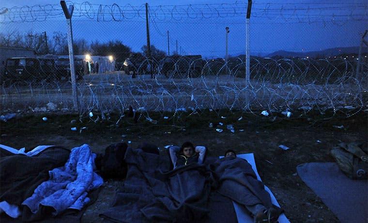 Unos 5 mil refugiados esperan su entrada a Grecia