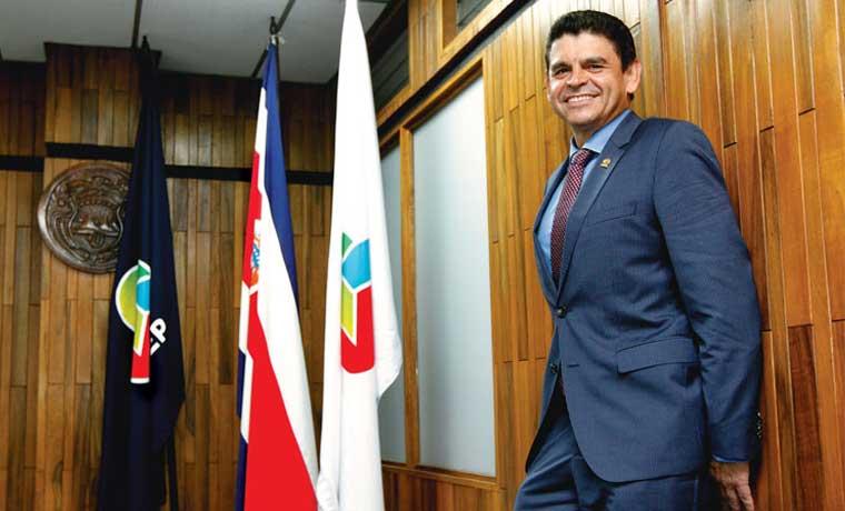 Uccaep discutiría IVA y Renta, con compromiso de cero aumento del gasto