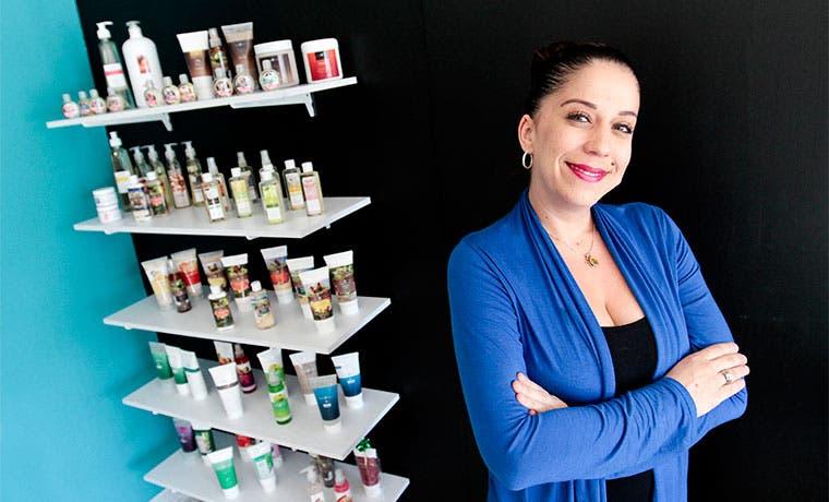 Emprendedora incursiona en productos de estética para spas
