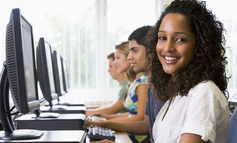 Laboratoria recibe $900 mil para inclusión educativa y laboral de mujeres en América Latina