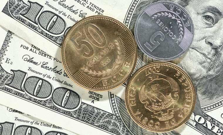 Dólares o colones, ¿en qué moneda me endeudo?
