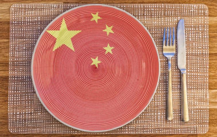 Frijoles y pescado chinos alimentan a los ticos