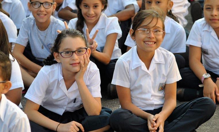 Tres escuelas reciben donación tecnológica de la Embajada de Chile