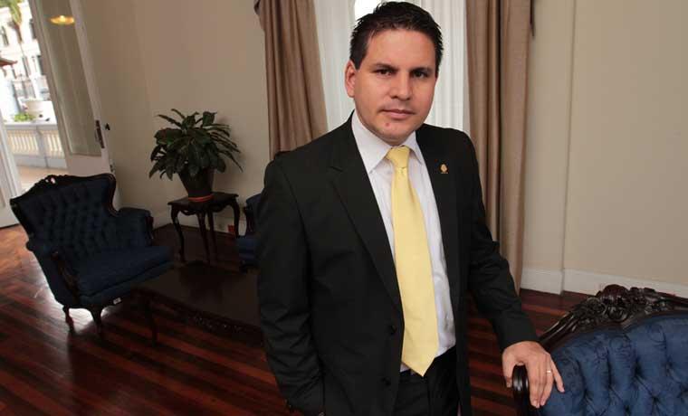 """Diputado cristiano, sobre aval a FIV: """"Costa Rica está de luto"""""""