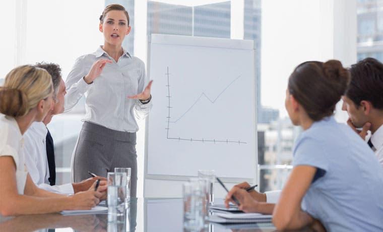 Empresarios respaldan uso de vía rápida para discutir educación dual
