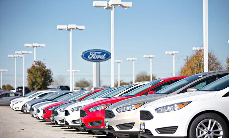 Automotrices tienen mejor febrero desde 2000 por gasolina barata