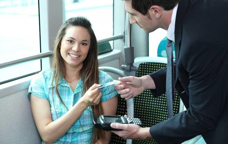 Defensoría solicita datos sobre pago electrónico de buses al MOPT