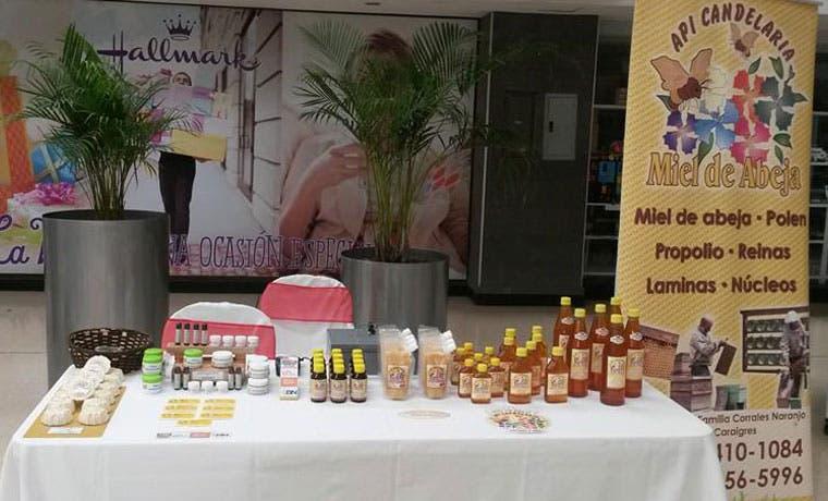 Emprendedora crea sus productos cosméticos a base de derivados de la miel