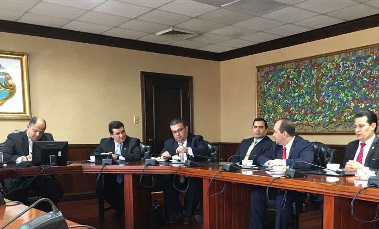 PUSC le marca la cancha a Gobierno en cuanto a impuestos