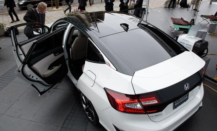 Honda apunta a auto de pila de combustible a precio de híbrido