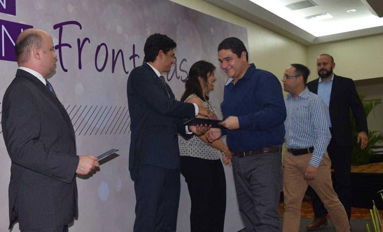 150 personas culminaron programas de capacitación sobre exportación