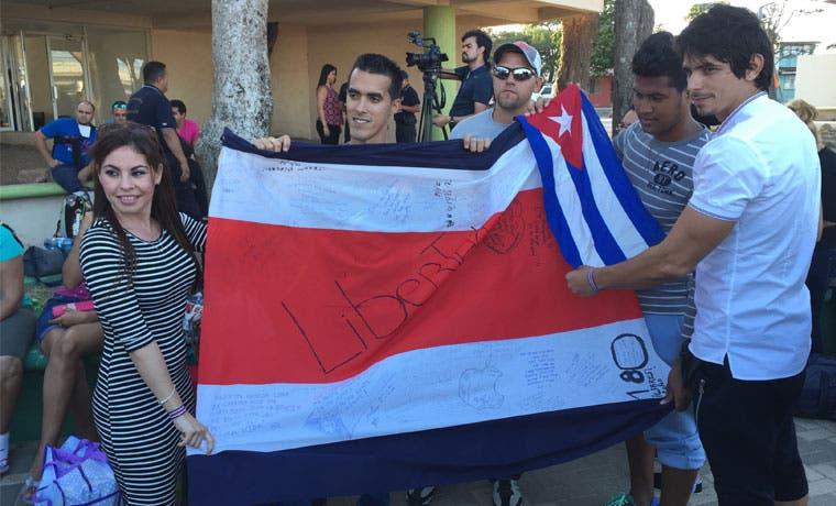 Concluye salida de cubanos estancados en el país