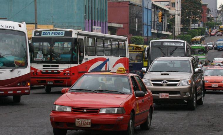 Asociación de Consumidores Libres pide respeto a libre elección en transporte público