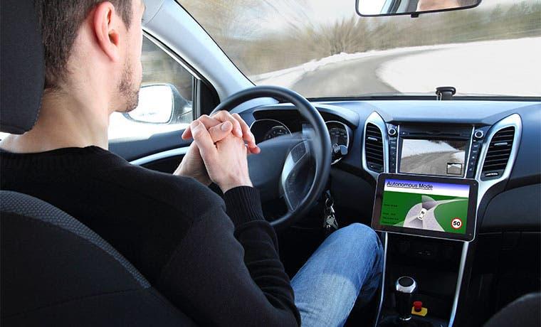 Automotrices vuelven a la escuela por los vehículos autónomos