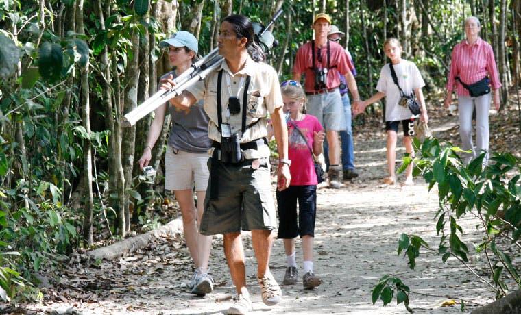 Realizan mejoras en Parque Nacional Manuel Antonio con motivo de  Semana Santa