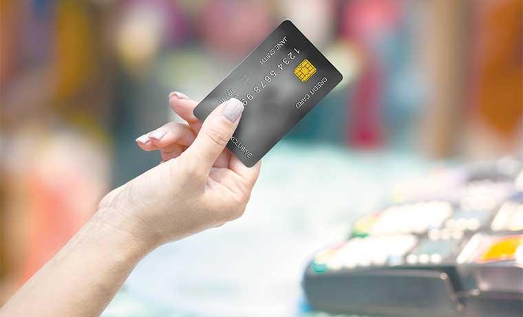 Morgan Stanley busca dinero de millonarios con tarjeta gratuita