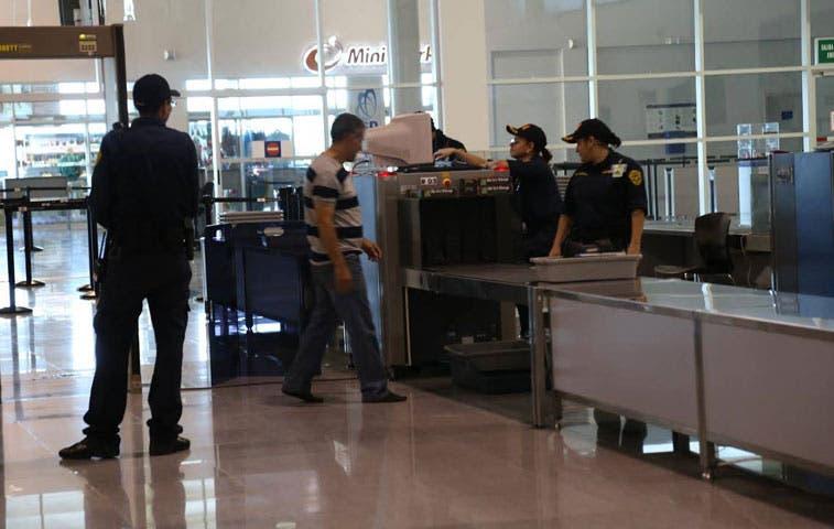 Alerta amarilla en aeropuertos del país tras atentados de Bruselas