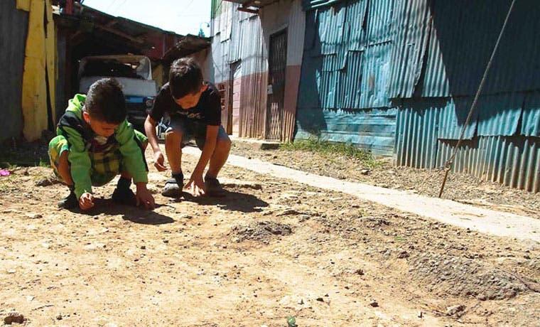 Pobreza e indigencia continúan en aumento en Centroamérica