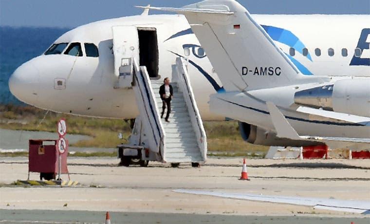 Seis horas de secuestro en avión de Egypt Air