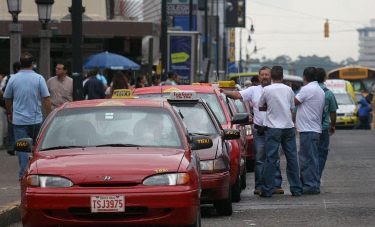 """""""Taxis de Costa Rica"""" desarrollará aplicación similar a la de Uber"""