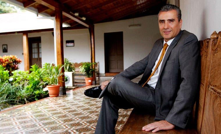 Otto Guevara propone reducir tamaño de Gobierno