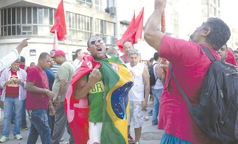 Ira política convierte al color rojo en un peligro en Brasil