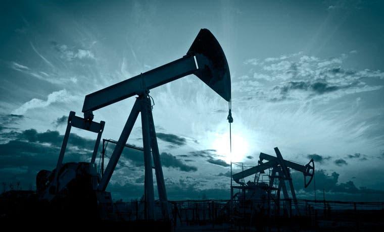 Arabia Saudita congelaría producción petrolera solo si lo hace Irán