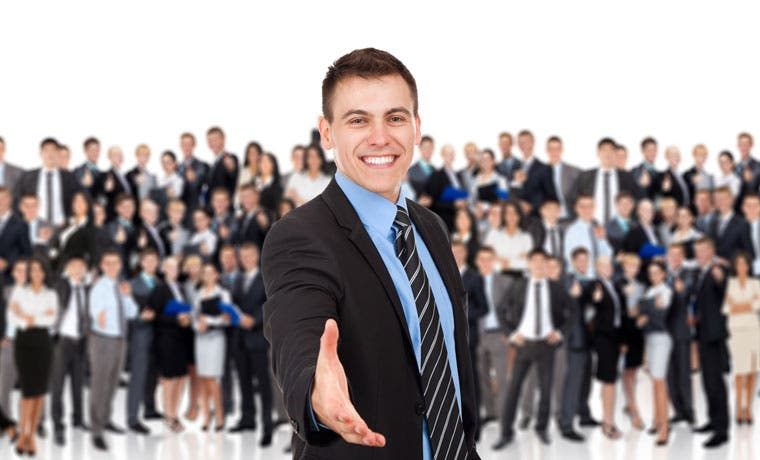 Consultora de negocios ofrece 55 puestos en análisis y economía