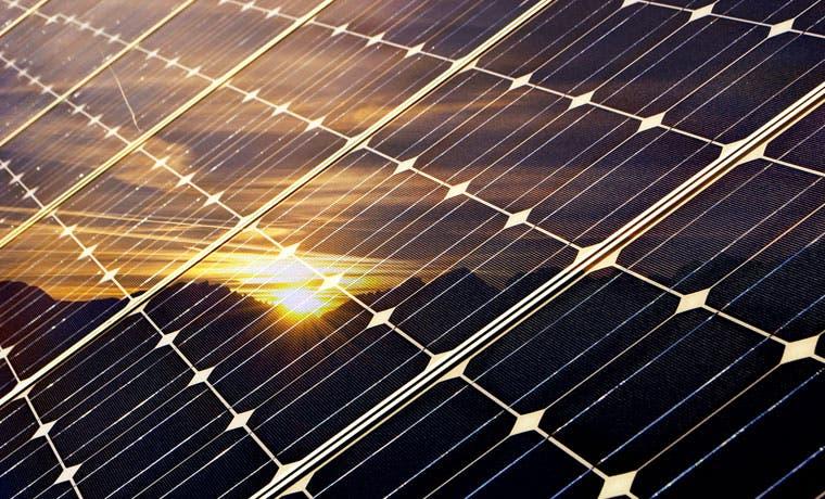 Caja ahorrará ¢12 millones al año con colectores solares para calentar agua