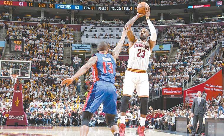 Inusuales Pistons les complicaron arranque en playoffs