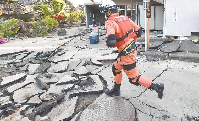 Siguen los rescates en Japón