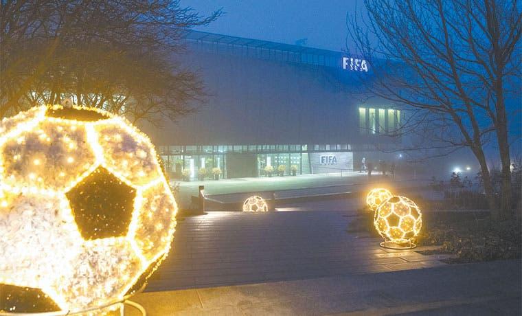 Millonario del fútbol lamenta haber participado en sobornos