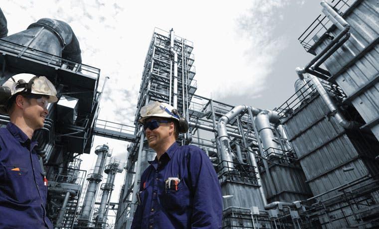 Embajada China espera que empresas continúen con negociaciones de refinería
