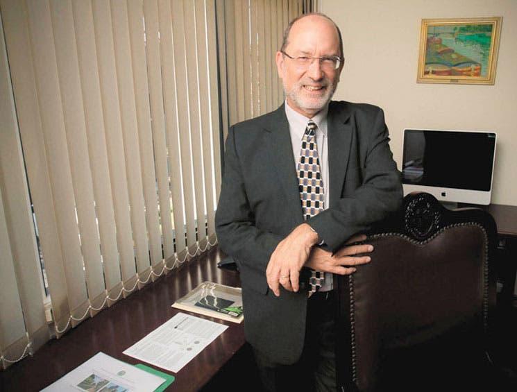 Henning Jensen reeligido cuatro años más para rectoría de UCR