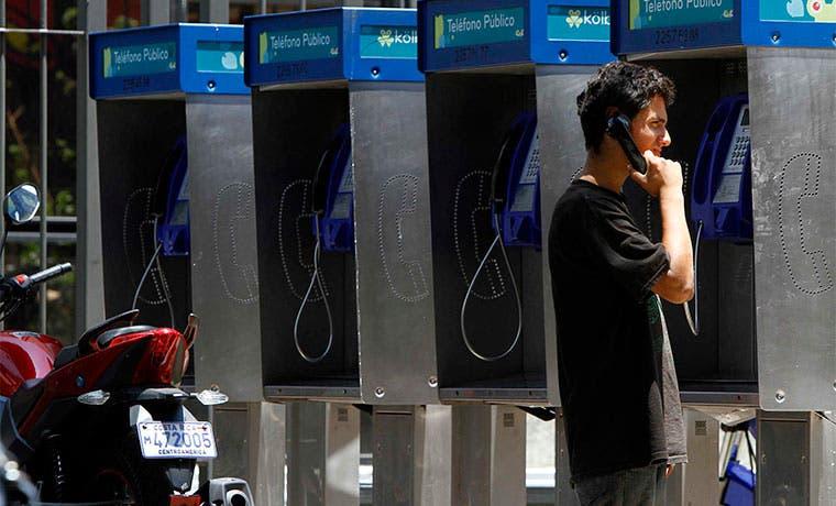 Teléfonos públicos desaparecen aceleradamente